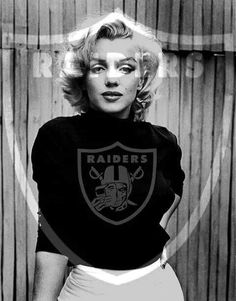 Raiders Marilyn Raiders Stuff, Raiders Girl, American Football League, National Football League, Marilyn Monroe Artwork, Marylin Monroe, Oakland Raiders Football, Football Conference, Raider Nation