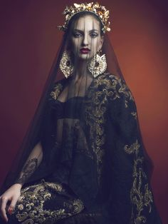 Serbian fashion model, Simona Andrejic, appears in a baroque-inspired editorial for the January 2013 issue of S Moda EL PAIS. Photographed by Sebastian Sabal-Bruce. Mode Baroque, Foto Portrait, Mode Editorials, Baroque Fashion, Mode Vintage, Models, Mode Inspiration, Fashion Show, Fashion Design