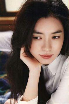 Han Hyo Joo She look like first love... very beautiful