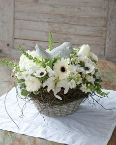 Flora and Fauna - 5 Spring Floral Arrangements for Easter - Southern Lady Magazine
