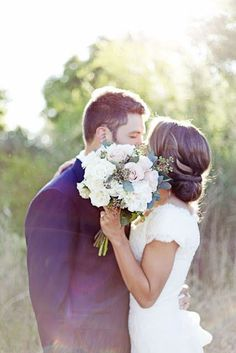 Wedding Photography: Bride Groom Bouquet