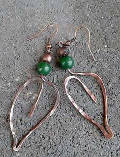 Wire leaf earrings with green Jade  Made of recycled copper wire in the shape of the leaf.  length of the earrings : 4.5 cm or 1.77 inch  The copper