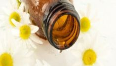 Συνταγή: Φτιάξτε άριστο σαμπουάν με χαμομήλι ή αιθέρια έλαια Face Hair, Herbal Remedies, Soap Making, Hair Hacks, Herbalism, Homemade, How To Make, Beauty, Soaps