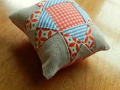 Molly Flanders: Very Little Stitching....ohio star pincushion