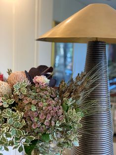 A N G L E S Happy Monday everybody! Here's a beautiful shot of Bloomingdales' owners Robyn & Joel's lovely home with some soft, earthy blooms and their fav lamp from our @visualcomfortco USA range, the bold and textured Miramar Table Lamp 📸 Visual Comfort Lighting, Kelly Wearstler, Happy Monday, Earthy, Antique Brass, Table Lamp, Bloom, Bronze, Shades