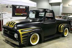 Yellow Scallops on a Black 53 Hot Rod Trucks, Cool Trucks, Cool Cars, Old Ford Trucks, Pickup Trucks, Classic Trucks, Classic Cars, F100 Truck, Cars Vintage