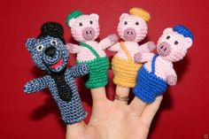 """Пальчиковый театр """"три поросенка"""" купить недорого в интернет магазине товаров ручной работы  HandClub.ru  Вязаный пальчиковый кукольный театр с персонажами сказки """"Три поросенка"""".  Возможно исполнение любых персонажей по Вашему желанию.  Все актеры очень яркие, очаровательные и милые, в красивых костюмах!  Пальчиковый театр станет отличной развивающей игрой для Вашего ребенка. Он способствует развитию фантазии, речи, мелкой моторики.  Цена указана за одного персонажа."""
