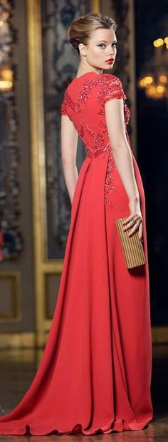 Fabulous tomato red for True Spring. The dull gold of the clutch is Autumny but at least the outfit has been styled with gold, not silver. For an even more amazing finish, try brighter or shinier gold accessories.