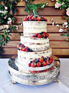 Semi-naked wedding cake with fresh berries and dusting of powedered sugar (diy cake wedding) Berry Wedding Cake, Wedding Cake Rustic, Unique Wedding Cakes, Beautiful Wedding Cakes, Beautiful Cakes, Amazing Cakes, Cake Wedding, Nake Cake, Bolos Naked Cake