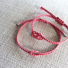 Μάρτης σταυρόκομπος Paracord Knots, Crafts For Kids, Diy Crafts, Macrame, Jewerly, Hoop Earrings, Hippy, Valentines, Beads
