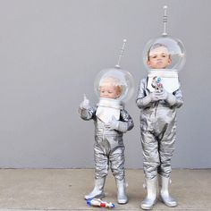 DIY space traveler costumes Baby Girl Halloween, First Halloween, Halloween Kids, Halloween Party, Happy Halloween, Space Costumes, Robot Costumes, Costumes Kids, Costume Ideas