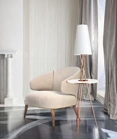 The SoHo, with its numerous blocks, many of them incorporating cast iron architectural elements with its Joint Live-Work Quarters for artists, was the inspiration for the SoHo floor lamp made of copper plated brass, which elegantly brings the 70's design to contemporary spaces.