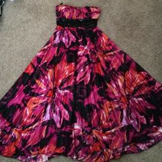 Speechless dress Floral pleated dress, worn once. Great as a prom dress Speechless Dresses Strapless