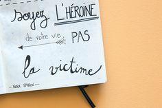 Combler les vides de mon Bullet Journal, avec des citations inspirantes ! Viens, je te donne des exemples ! Teaching French, Bullet Journal Inspiration, Motivation, Positive Attitude, Machine Embroidery Designs, Bujo, Hand Lettering, Quotations, Best Quotes