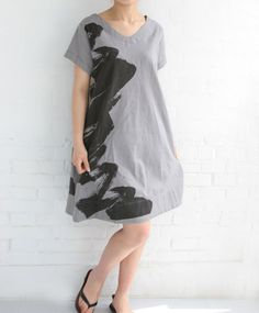 Dress before and after the freehand ink painting,   Cool linen material.   This fresh and comfortable, casual fit you like nature.     Fabric: Flax