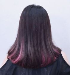 The ombre hair trend has been seducing for some seasons now. More discreet than tie and dye, less classic than sweeping, this new technique of hair. Dyed Hair Ombre, Ombre Hair Color, Cool Hair Color, Ombre Bob Haircut, Best Hair Dye, Hair Highlights, Balayage Hair, Pink Hair, Hair Looks