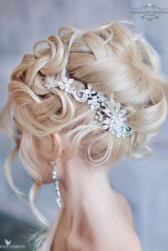18 Creative & Unique Wedding Hairstyles ❤ From creative hairstyles with romantic, loose curls to formal wedding updos, these unique wedding hairstyles would work great either for your ceremony or for your reception. See more: http://www.weddingforward.com/creative-unique-wedding-hairstyles/ #weddings #hairstyles