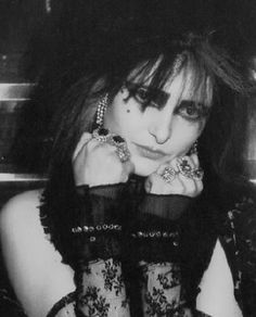 Image shared by njunji. Find images and videos about siouxsie sioux, siouxsie and the banshees and siouxsie on We Heart It - the app to get lost in what you love. Siouxsie Sioux, Siouxsie & The Banshees, Beatles, Native American Models, Goth Music, Music Music, Goth Bands, Romantic Goth, Look Man