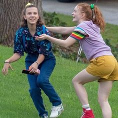 Millie Bobby Brown goofs off with Stranger Things costar on set Fun on set: Millie Bobby Brown, was back on the Stranger Things set in Atlanta on Saturday wearing a pair of suspenders and a navy shirt as she danced and played with costars in between takes Stranger Things Actors, Bobby Brown Stranger Things, Stranger Things Quote, Stranger Things Aesthetic, Stranger Things Season 3, Eleven Stranger Things, Stranger Things Netflix, Millie Bobby Brown, Baby Crush