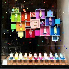 New york shop window display inspiration Spring Window Display, Window Display Retail, Shoe Display, Retail Windows, Visual Display, Display Ideas, Shop Interior Design, Retail Design, Store Design