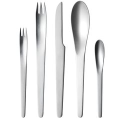 Master craftsman Arne Jacobsen revolutionised cutlery with his modern design. Originally designed for the SAS Royal Hotel in Copenhagen in the pieces of the Arne Jacobsen cutlery set feel as contemporary today as they did when they first debuted. Arne Jacobsen, Stainless Steel Types, Stainless Steel Dishwasher, Design Shop, Class Design, Le Corbusier, Swan Chair, Copenhagen Hotel, Food Storage Boxes