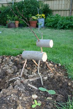 how to make a log reindeer