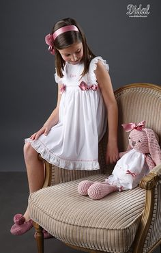 Preteen Girls Fashion, Kids Fashion, Little Girl Dresses, Flower Girl Dresses, Girl Outfits, Cute Outfits, Knitting For Kids, Cute Little Girls, Crochet Fashion