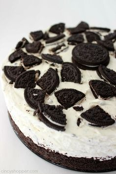 We ♥ Oreo-Kuchen! 3 fantastische Rezepte mit unseren absoluten Lieblingskeksen Who loves Oreos, will be crazy after these Oreo-cake! We show you 3 ingenious recipes for baking. No Bake Oreo Cake, No Bake Oreo Cheesecake, Oreo Torta, Snack Recipes, Dessert Recipes, Oreo Dessert, Dessert Blog, Kitchen Recipes, Snacks