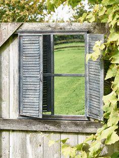 Under-door adjoining mirror voyeur