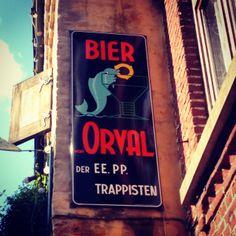Het fijne aan dit project is dat ik ook bijleer. Nadat ik dit reclamebord voor het Belgische trappistenbier Orval gefotografeerde had, wilde...