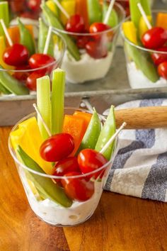 Individual Veggie Cups forget the vegetable tray these little veggies and di I. Individual Veggie Cups forget the vegetable tray these little veggies and di Individual Veggie Cu Individual Appetizers, Appetizers For A Crowd, Finger Food Appetizers, Food For A Crowd, Appetizer Ideas, Easy Summer Appetizers, Veggie Appetizers, Cold Party Appetizers, Shower Appetizers