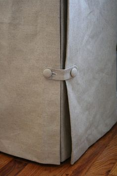 Skirted Tablecloth--good closure for a slip cover