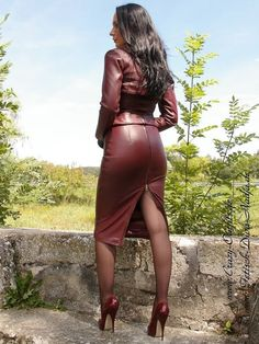 Rusty Brown Leather Skirt Suit Sheer Black Pantyhose and Rusty Brown Stiletto High Heels Brown Leather Skirt, Look Fashion, Womens Fashion, French Fashion, Hijab Fashion, Korean Fashion, Fashion Tips, Leder Outfits, Looks Plus Size