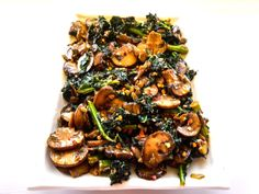 Smothered Kale with Baby Bella Mushrooms - This Ole Mom - Recipes Beef And Mushroom Recipe, Baby Bella Mushroom Recipes, Oyster Mushroom Recipe, Easy Healthy Dinners, Easy Healthy Recipes, Healthy Cooking, Healthy Eating, Clean Eating, Healthy Sides