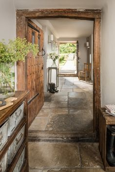 Home Renovation Rustic Luxurious Hallway That Always Look Awesome 04 - The entrance hall in most homes is usually a very small area, an area which more often than not is […] Exterior Design, Interior And Exterior, Floor Colors, Architecture, Home Fashion, My Dream Home, Future House, Modern Farmhouse, Beautiful Homes