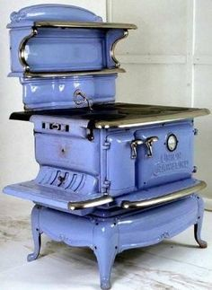 antique wood stove restored enamel single oven union wood and coal antique Antique Kitchen Stoves, Antique Wood Stove, Vintage Kitchen Appliances, How To Antique Wood, Wood Burning Cook Stove, Wood Stove Cooking, Old Stove, Vintage Stoves, Retro Stoves