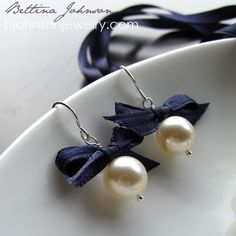 DIY pearl earrings. Made 'em with metal bows, just took five minutes, and they are cute.