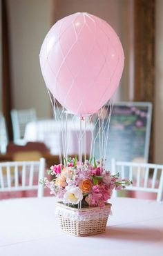 Hot air balloon centerpieces would be so cute for a baby shower Easter Birthday Party, Diy Birthday, Birthday Balloons, 1st Birthday Parties, Balloon Party, Birthday Ideas, Party Hacks, Party Ideas, Hot Air Balloon Centerpieces