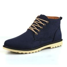 Classic desert mid-top boots for a casual look Made from suede Available in 3 colors