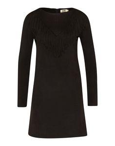 Kleid von Molly BRACKEN @aboutyoude . Die Wildleder-Optik und die Fransen an der Front geben dem Piece einen trendy Boho-Flair. Das Dress kann aber nicht nur im Alltag oder auf der nächsten Party getragen werden, sondern ist mit classy Pumps sogar Business tauglich.