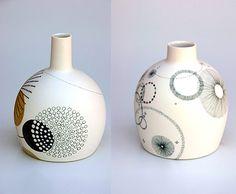 rustikale keramikvase The post Ceramic Rustic Vase Rustikale Keramikvase appeared first on Evelyn Simoneau. Pottery Painting, Ceramic Painting, Pottery Vase, Ceramic Pottery, Porcelain Jewelry, Porcelain Ceramics, Ceramic Vase, Painted Porcelain, Fine Porcelain