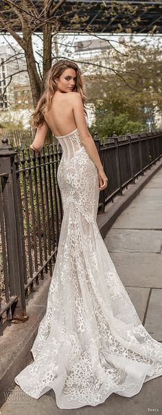 berta spring 2018 bridal strapless sweetheart neckline full embellishment bustier bodice sexy fit and flare wedding dress medium train (10) bv