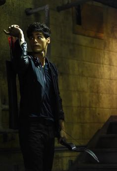 Gorgeous still of Alec from Shadowhunters 1x07