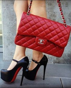 This is the EXACT Chanel purse I want. Oh so badly. ❤