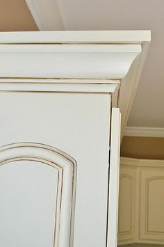 Sherwin Williams Cashmere in Antique White