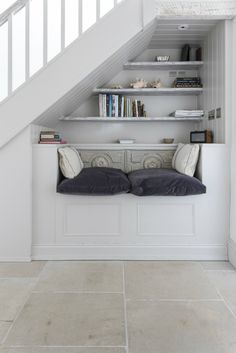 Cosy under stair bench seating with book case Understairs Storage bench book Cas Understairs Storage bench book Cas Case cosy Seating Stair storage Understairs Staircase Storage, Stair Storage, Staircase Design, Hidden Storage, Secret Storage, Under Stairs Nook, Hallway Seating, Stairs In Living Room, Hallway Designs