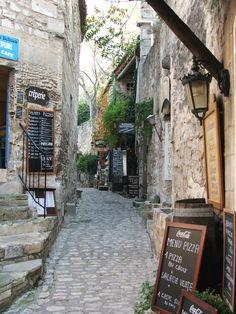 Le Baux de Provence, Vacances en Provence with Claire de la Varre and Liz Priestley