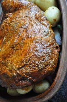 Okseculotte i Römertopf med kartofler, grønt og flødesauce