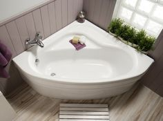 Salle de bain on pinterest bathroom tubs and bath - Mini baignoire d angle ...