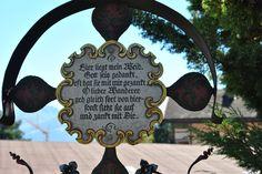 """Auf dem sogenenannten lustigen Friedhof in Kramsach/Tirol...wenn man ironisch """"verabschiedet"""" wird"""